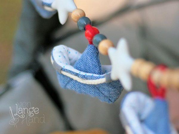 Schiffchen an Kinderwagenkette Nähanleitung von Lange Hand