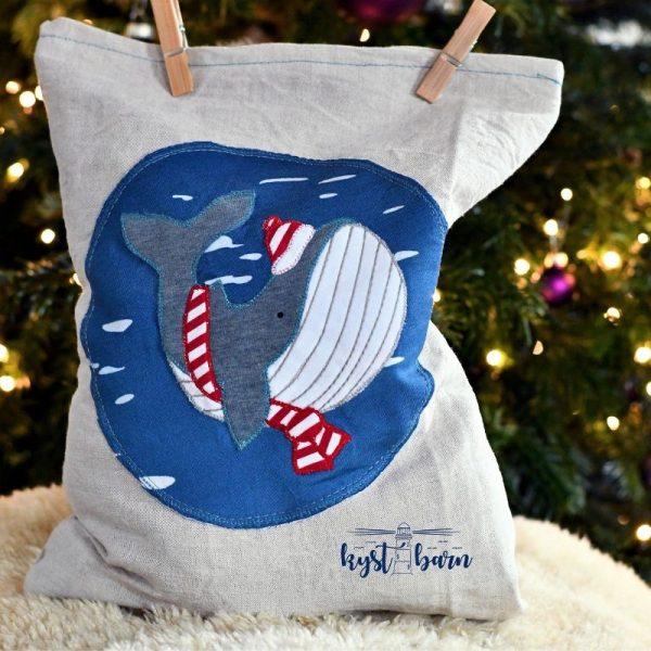 applizierter Wal auf einem Geschenkesack zu Weihnachten