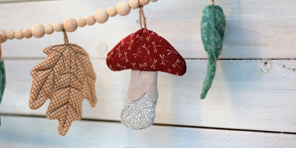DIY Pilz aufgefädelt an einer Girlande