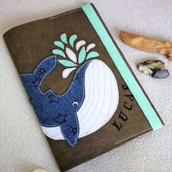 Großer Wal appliziert auf einer Buchhülle
