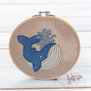 gestickter Wal im Stickrahmen