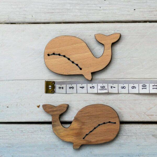Holzknopf Wal mit Maßband