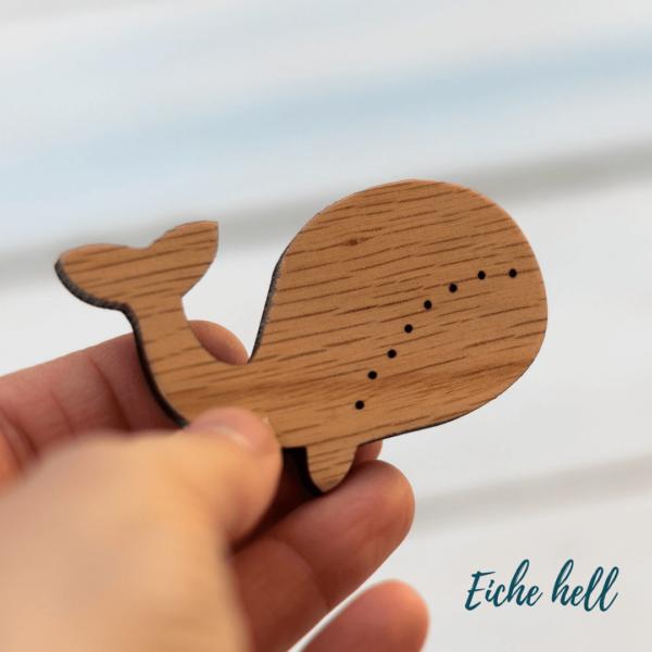 Holzknopf Wal aus hellem Eichenholz
