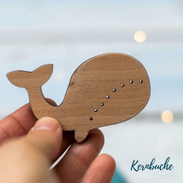 Holzknopf Wal aus Buchenholz