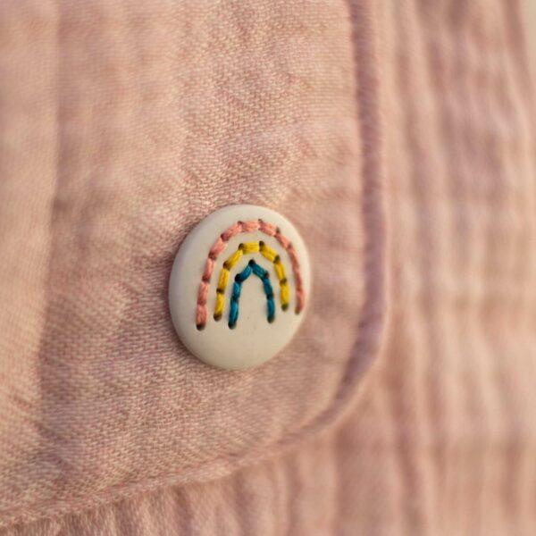 Regenbogen-Knopf aus Kunstharz weiß