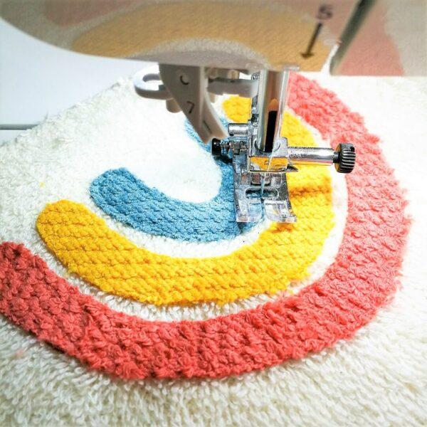 Regenbogen applizieren mit der Nähmaschine