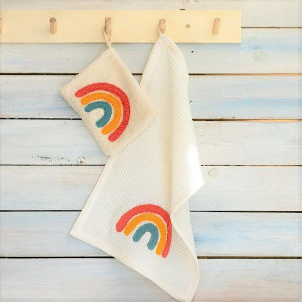 Regenbogen Applikation auf einem Waschlappen und einem Handtuch