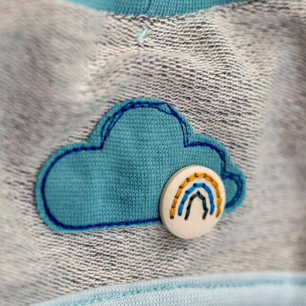 Wolken Applikation mit Regenbogen-Knopf